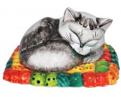 Кошка спит на ковре большая майолика