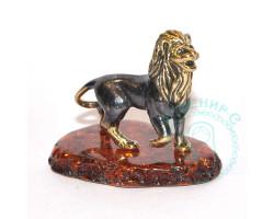 Лев на подставке