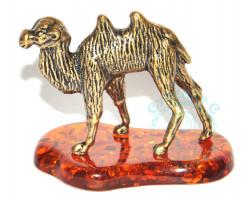Верблюд на подставке
